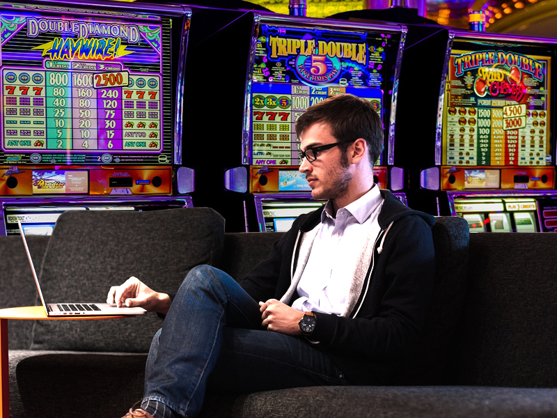 How this man makes $18.000 a month in online casinos.
